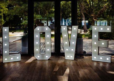 Napis Love ślub