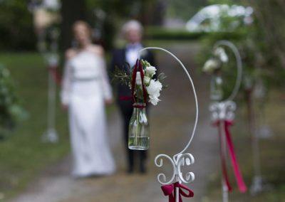 Dekoracje kwiatowe na ceremonii zaślubin