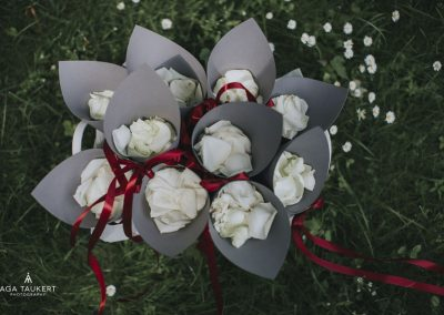 Kwiaty do sypania dla gości weselnych